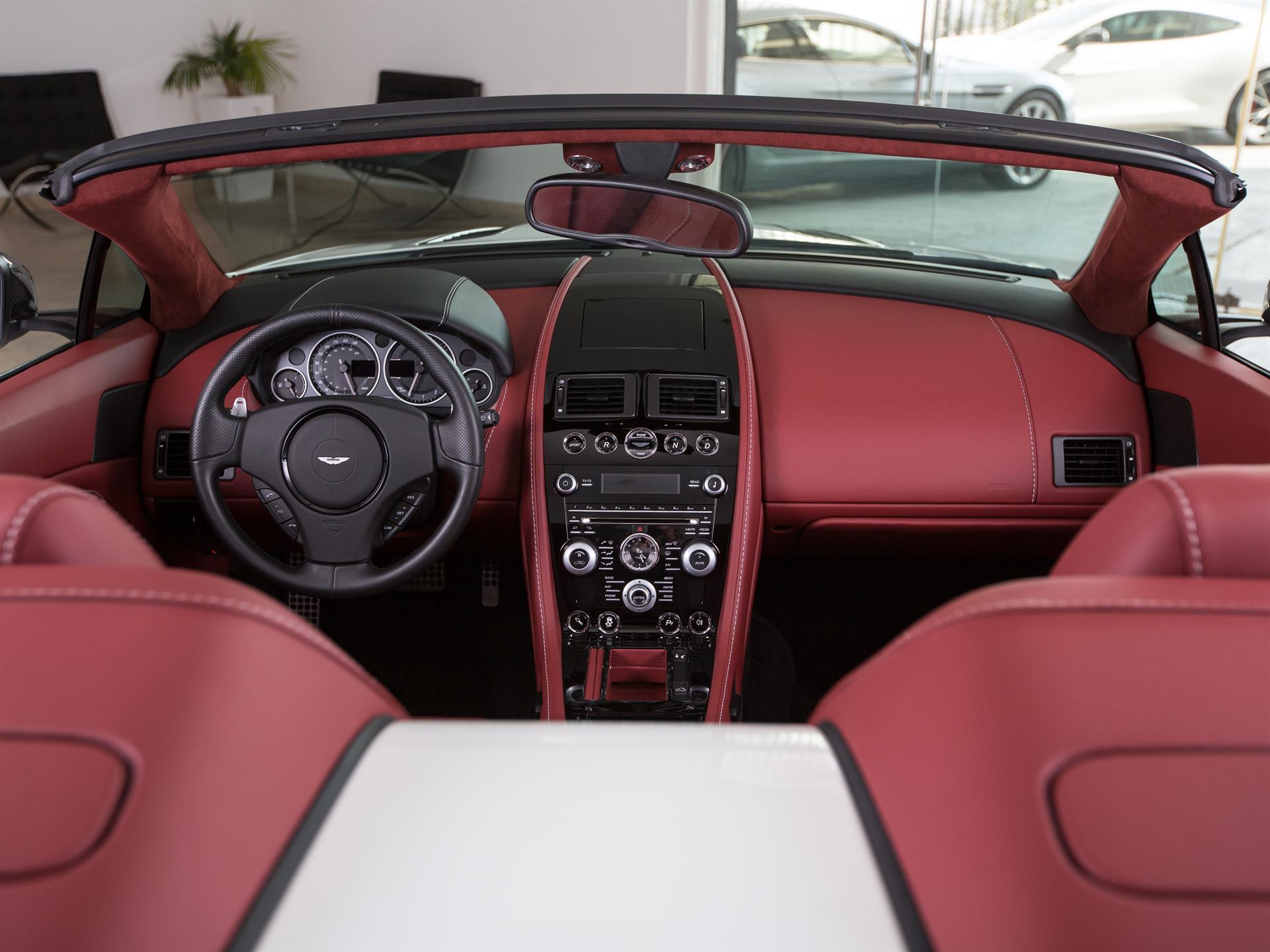 Aston Martin Lagonda Gebrauchtwagen Vehicle details V12